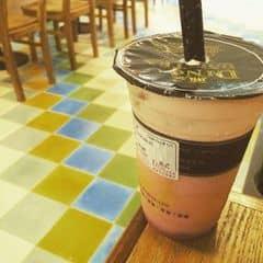 ding tea mới ở 96 Nguyễn Du. sàn nhà như nhà trẻ :3 đồ uống pha chưa chuẩn lắm, đường chưa tan, ngọt 😔