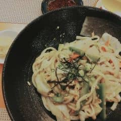 Udon xào cá hồi của Mẫn Nhi 😘 tại Tokyo Deli - Điện Biên Phủ - 748083