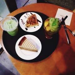 waffle & đồ uống của Diệu Linh tại Angel in us Coffee - Lotte Center Hanoi - 1963075